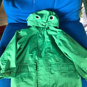 Carter's Sz 2T child raincoat with frog 🐸 hat